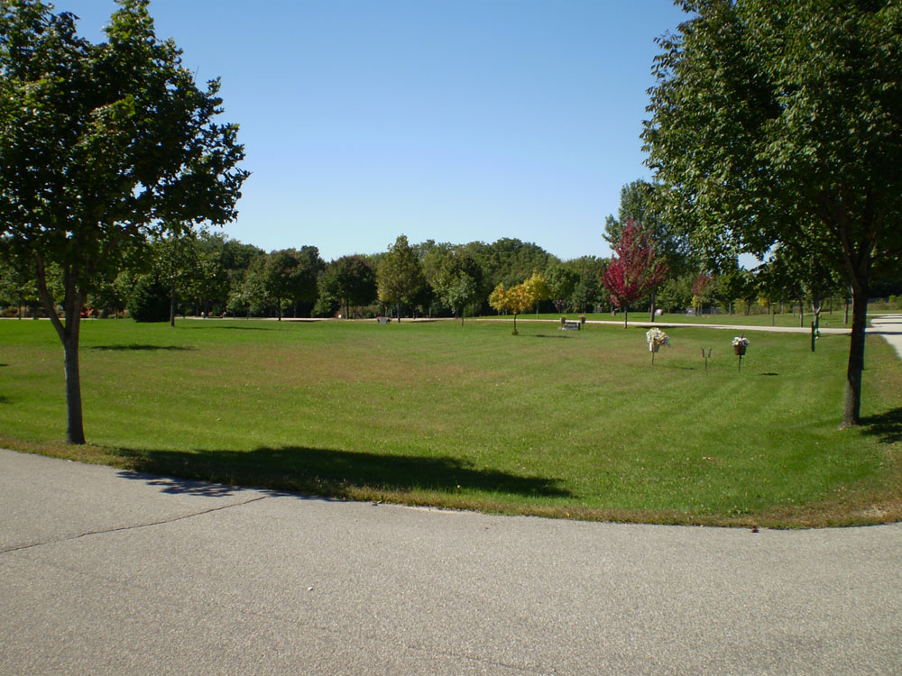 Oakwood East Cemetery Lawn